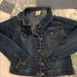 Girls jean jacket size 6 but runs small